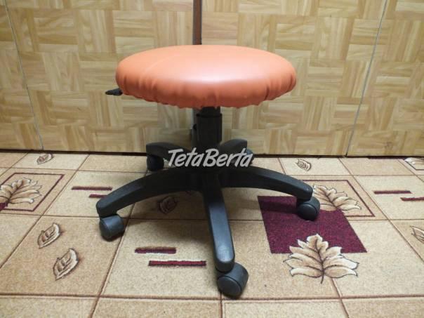 Predám otočnú stoličku na kolieskach ku klavíru-oranžová. -, foto 1 Dom a záhrada, Stoly, pulty a stoličky | Tetaberta.sk - bazár, inzercia zadarmo
