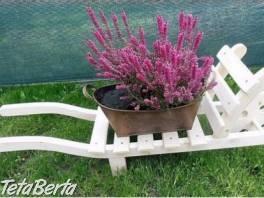 Drevený dekoratívný fúrik do záhrady - malý , Dom a záhrada, Záhradný nábytok, dekorácie  | Tetaberta.sk - bazár, inzercia zadarmo