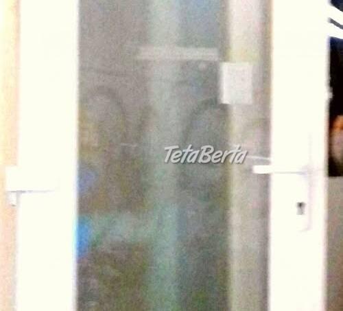 Plastová stena s dvermi a vyklápacím oknom, foto 1 Dom a záhrada, Okná, dvere a schody   Tetaberta.sk - bazár, inzercia zadarmo