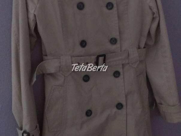 baaf17b84 kabát zn. Bershka, foto 1 Móda, krása a zdravie, Oblečenie | Tetaberta