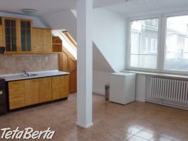 Prenajmem veľký 3-izbový byt v Bratislave – Staré mesto