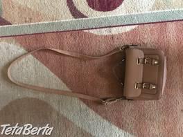 Predám hnedú kabelku. Taška s ramienkom má 70 cm, bez ramienka - šírka je 29 cm a dlžka je 19 cm.  , Móda, krása a zdravie, Kabelky a tašky  | Tetaberta.sk - bazár, inzercia zadarmo