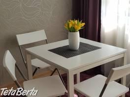 Kuchynský stôl biely z Ikey , Dom a záhrada, Nábytok, police, skrine  | Tetaberta.sk - bazár, inzercia zadarmo