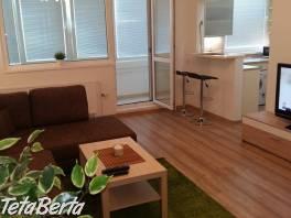 REZERVOVANY! Ponúkame Vám na prenájom netradične zrekonštruovaný a moderne zariadený 2i byt  na Pečnianskej ul. pri AUPARKU