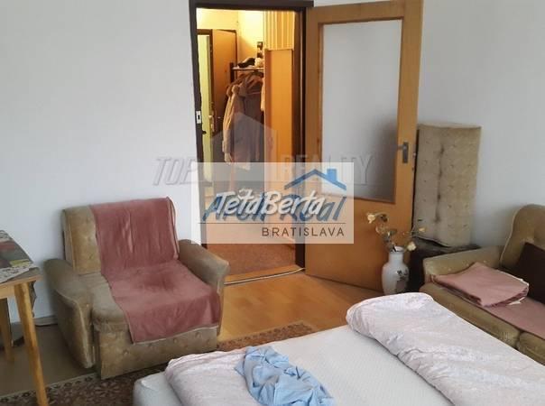 Ponúkame na predaj 1 - izbový byt s loggiou, ul. Romanova, Petržalka – Zrkadlový háj, Bratislava V., foto 1 Reality, Byty | Tetaberta.sk - bazár, inzercia zadarmo