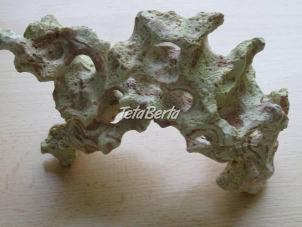 Predám dekoračnú skalu do akvária, foto 1 Zvieratá, Príslušenstvo a krmivo | Tetaberta.sk - bazár, inzercia zadarmo
