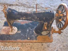 Starožitný šijací stroj